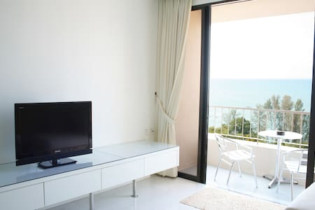 Home-Suites –  Amazing Oceanfront - Batu Feringgi