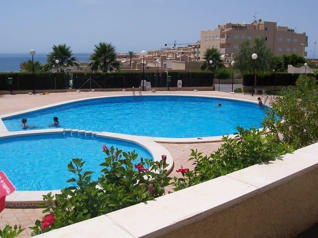 Estudio en urbanización con piscina