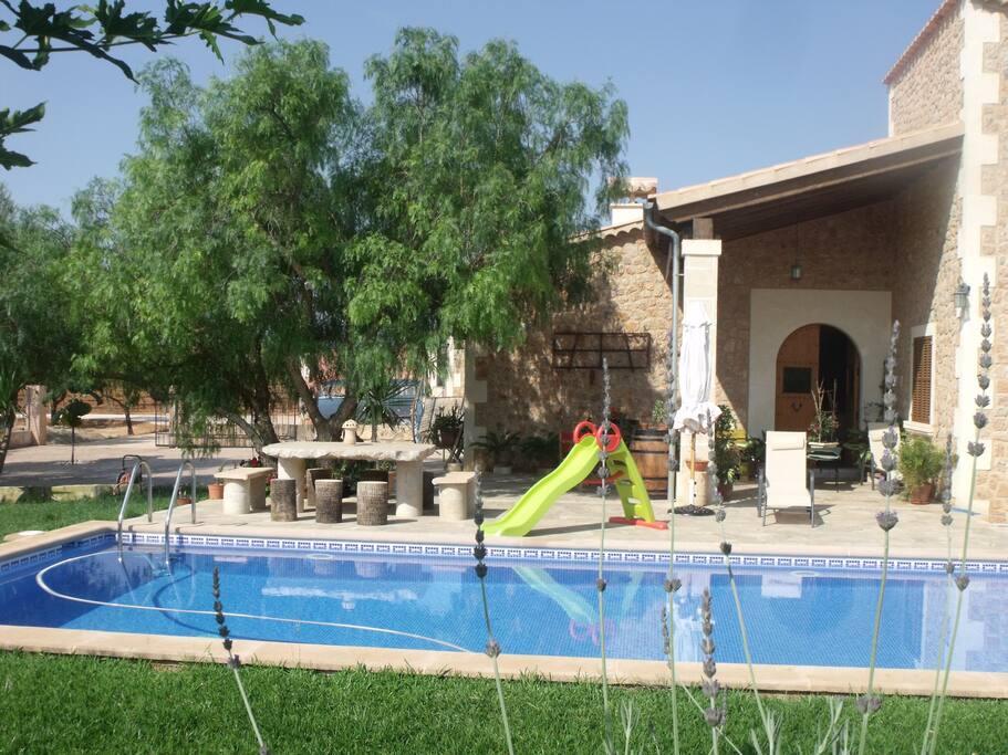 Estupenda casa rural con piscina chalets en alquiler en for Casa rural con piscina madrid