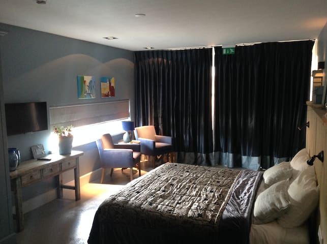 MeujeWibbe Luxury room with terrace - Ane - Bed & Breakfast