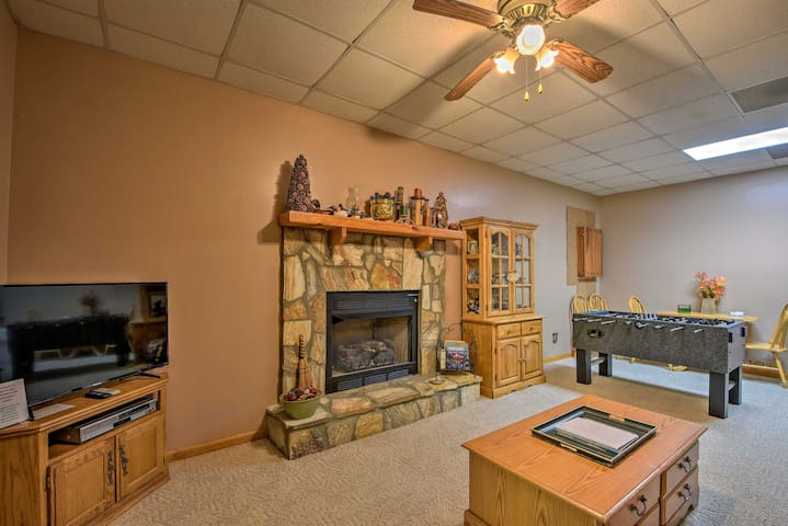 NEW! Apt w/ Private Hot Tub - 2 Miles to DT Helen!
