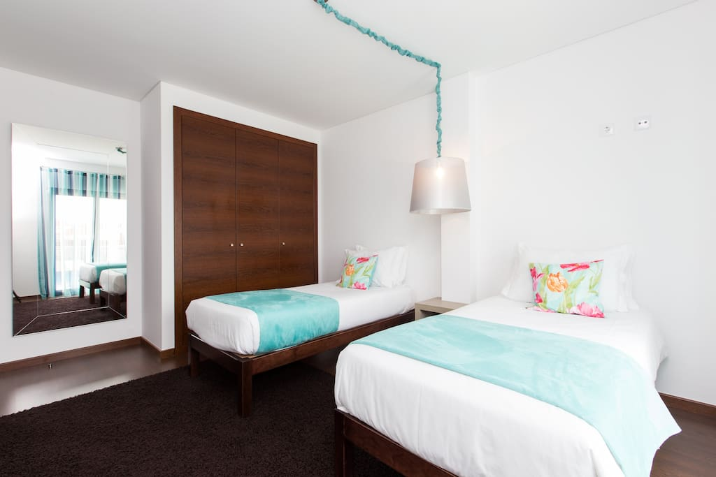 HolidayOnJ - Bedroom 2 R
