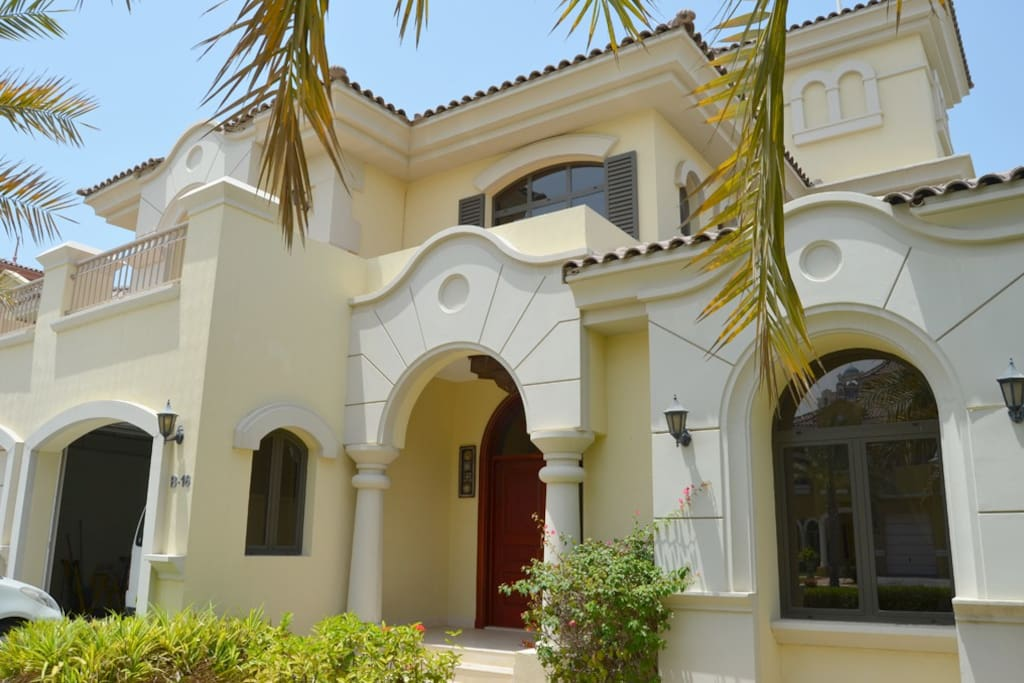 4 B R Villa The Palm W Private Beach Pool Houses For Rent In Dubai United Arab Emirates