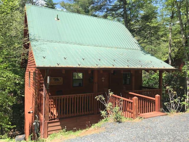 Family Bear Cabin - Mountain Stream
