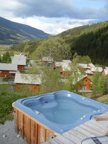Luxe Chalet with jacuzzi and an excellent view