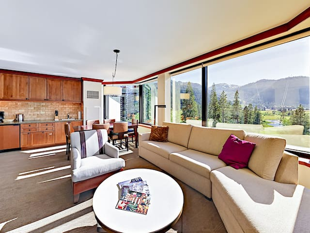 Squaw Creek Corner-Unit Suite with Wraparound View