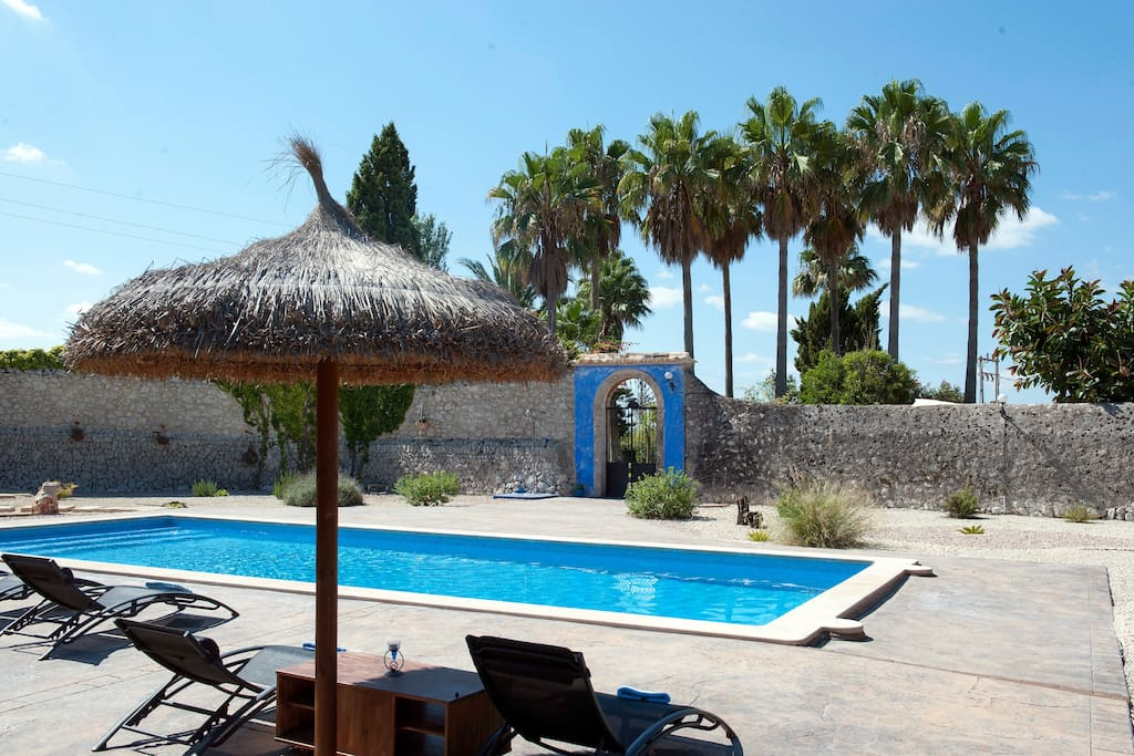 Finca con gran piscina y jardin houses for rent in - Tumbonas aki ...