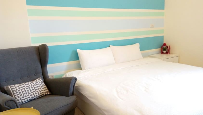 晴天雙人房1 king double bed續住超優惠,為防疫,每天只接待一組房客,確實消毒安心住