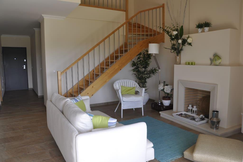 Sala de estar e acesso ao 1º andar