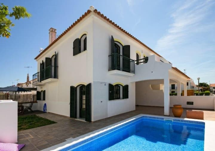 Villa T4 com Piscina Privada - Altura