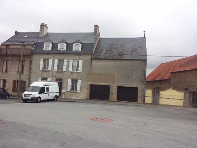 Etape ou séjour à Jarnages (Creuse)