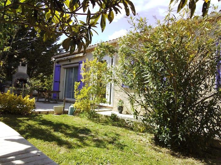 Gd studio en RdC de villa face  Luberon