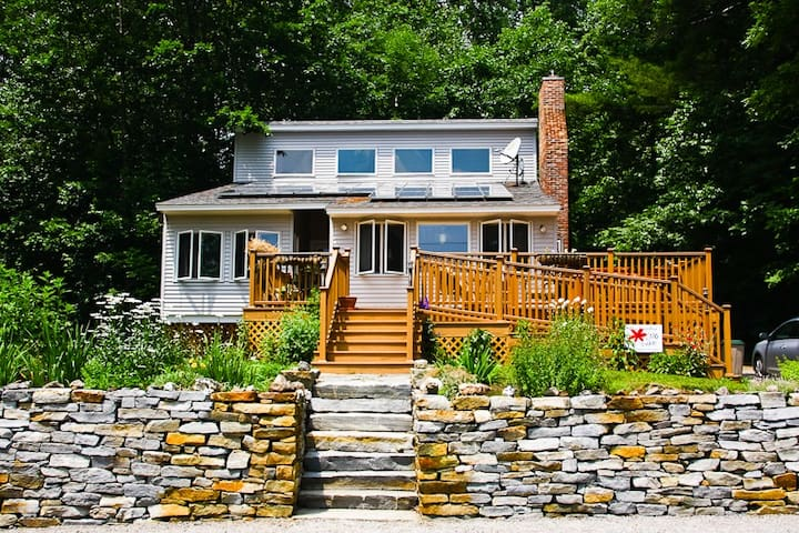 Sweet New England Lakefront Home! - Munsonville - Rumah