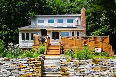 Sweet New England Lakefront Home! - Munsonville - 独立屋
