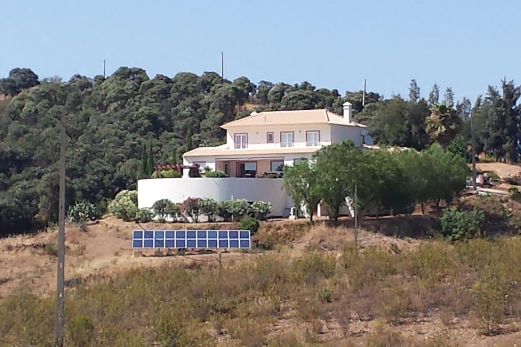 Het huis gezien vanuit het zuiden / The house as seen from the south