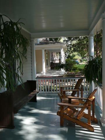 """Hotel Nicaragua""  Too! - Raleigh - Bed & Breakfast"