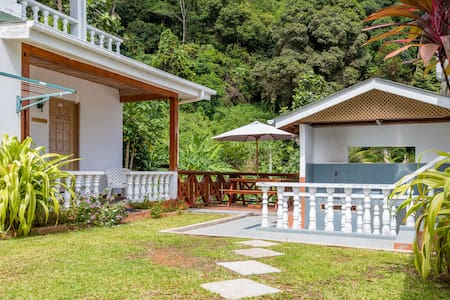 Bougainvillea- Cosy Bungalow, close to beaches