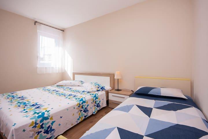 Apartment Mare - One Bedroom Apt with Balcony