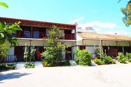Villa Christina Bungalows  - Asini