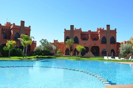 Maison avec jardin et piscine privé