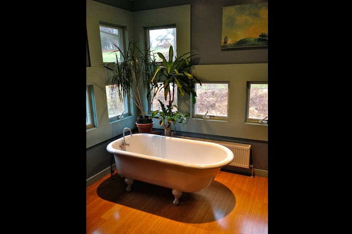 De-stress: enjoy a long soak in the old fashioned claw-foot tub on the 2nd floor.