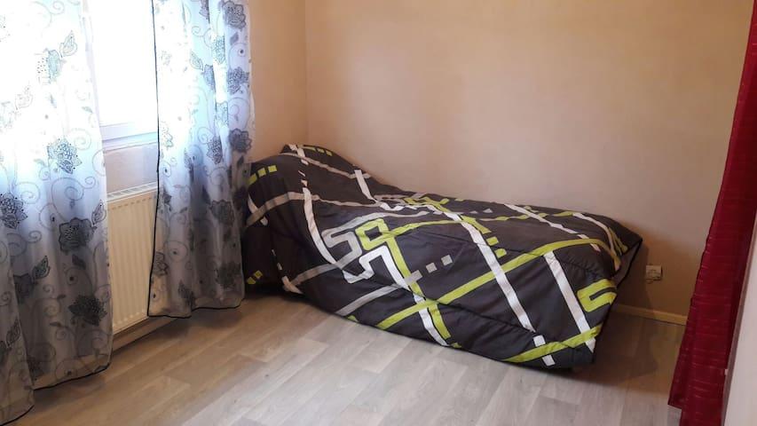 Jolie chambre dans maison au calme - Marly - Ev