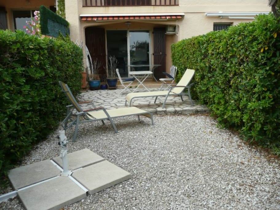 Beau t3 jardin 100m de la plage apartments for rent for Beau jardin apartments