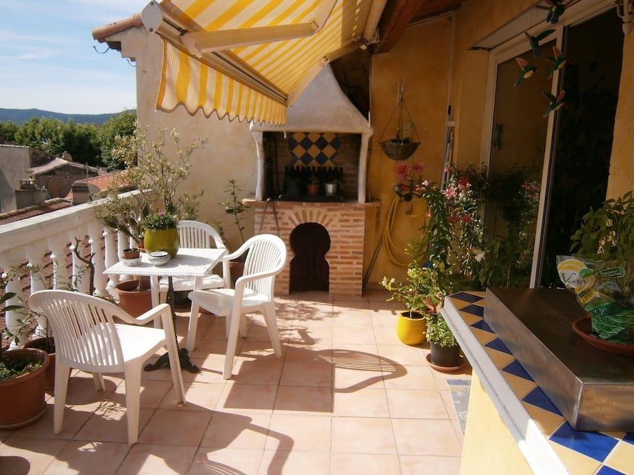 La terrasse BQ et cuisine d'été