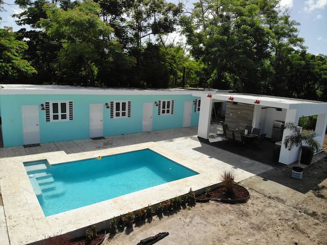 Private 1-BR walk 2 Beach Pool/AC/BA/WiFi/TV