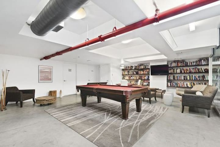 Spacious  2br loft by the high line