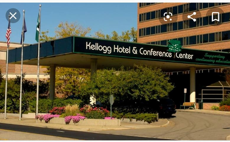 Close to Kellogg Center 4 minutes by car, 18 minute easy walk.