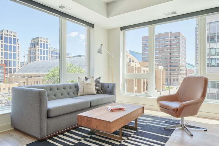 Sonder | Spacious 2BR in Downtown East Near The Commons Park