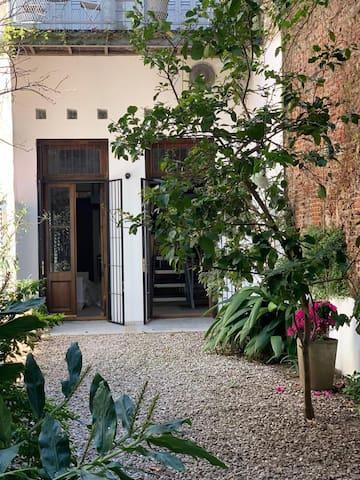 Trendy Loft - con Encantador Jardín Privado  -