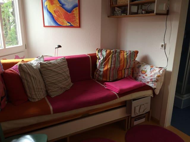 Ruhiges Einzelzimmer mit eigenem Bad - Konstanz - House