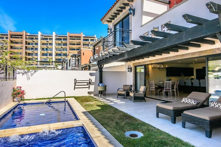 Beautiful 4Bedroom Casa with private pool & hottub