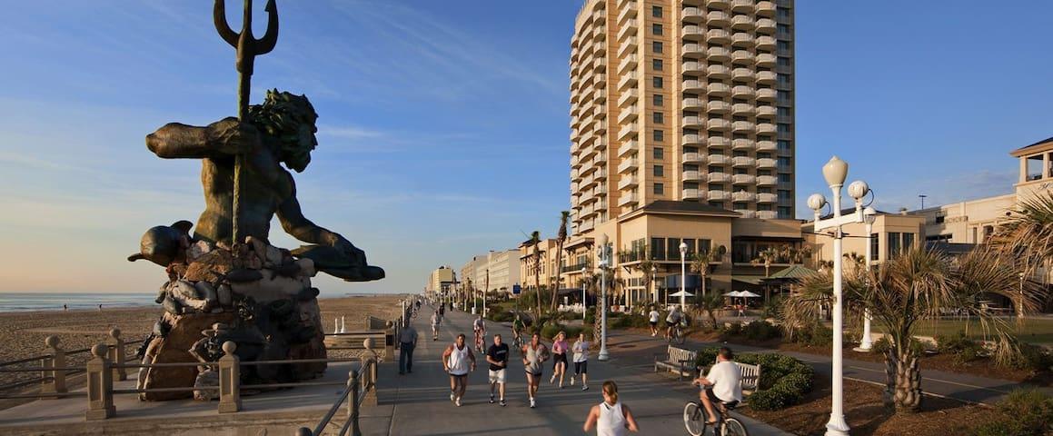 VB Bdwalk 1BR Ocean Front OBC sleeps 4 - バージニアビーチ - 別荘