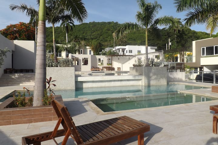 TWIN PALMS RETREAT - MONTEGO BAY JAMAICA - JM - House