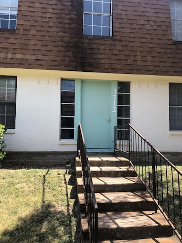 UPDATED apt close to Dickies Arena/TCU/Will Rogers