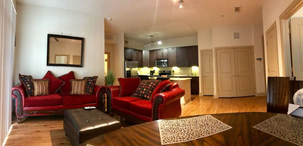 2 Bed / 2 Bath Apt - Med Center/Downtown/NRG (rd)