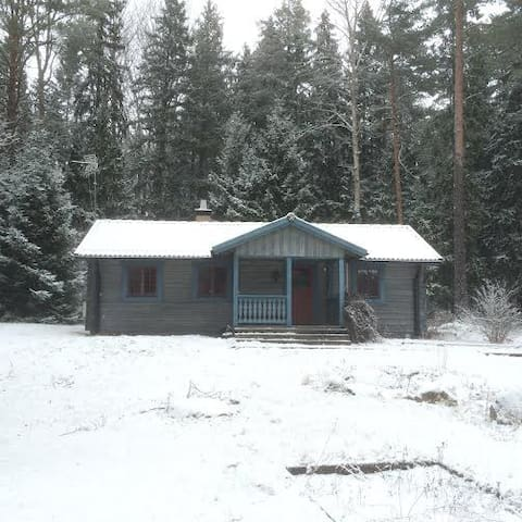Golf Cottage in forest - Golvsta - Cabin