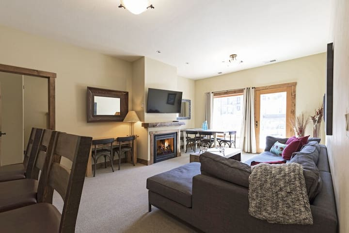 4 bedroom ski condo at Whitefish Mountain Resort (AC for hot summer days)