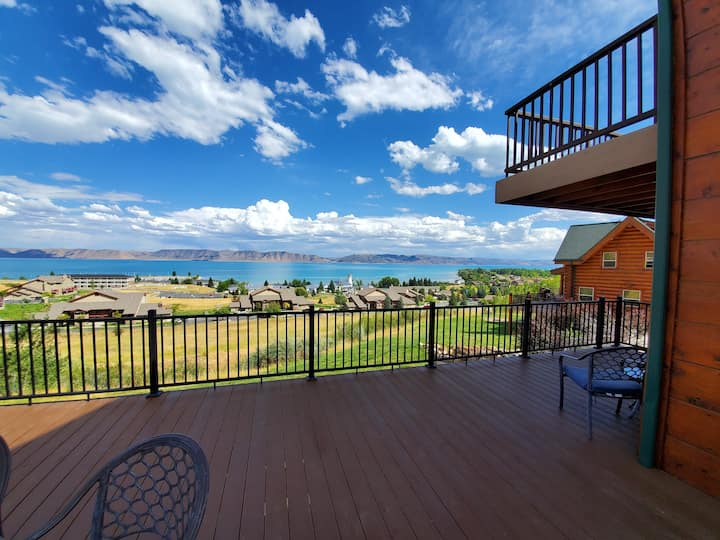 Hot Tub, Gorgeous Lake Views, Huge Decks, Pets ok!