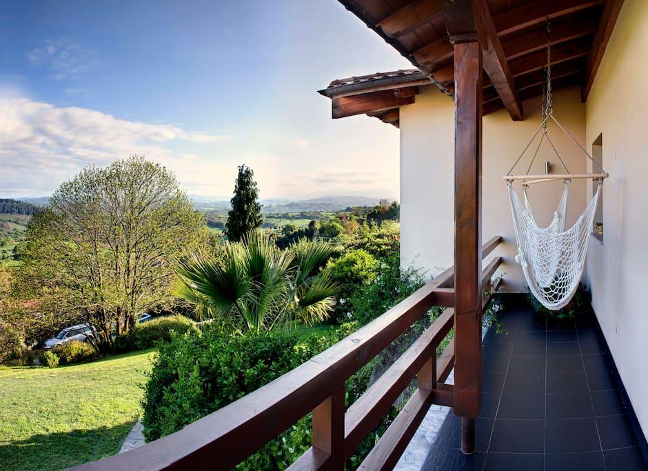 Habitación Este. Habitación doble con bañera hidromasaje e increíbles vistas desde su terraza-mirador