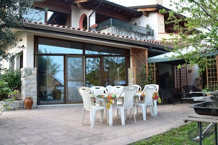 villa lake view with garden and private parking
