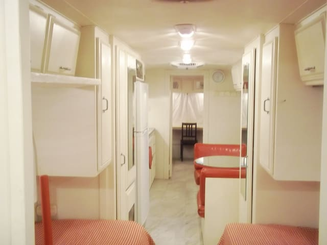 Airstream Family Home Near Burbank (Sunland)