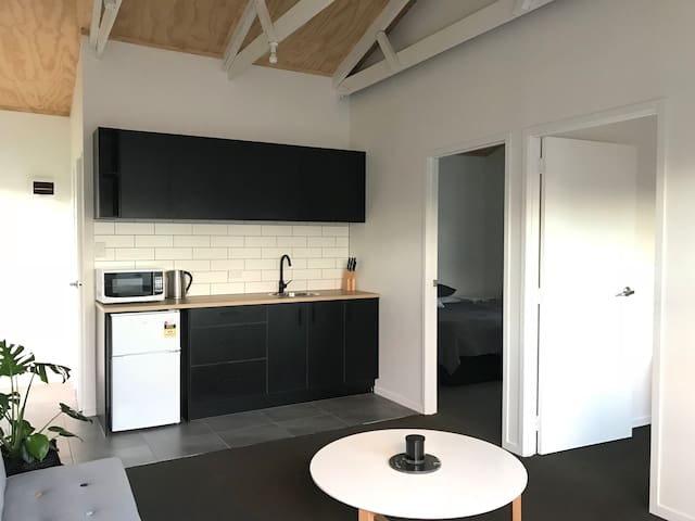 Newly Renovated 2 Bedroom Guesthouse