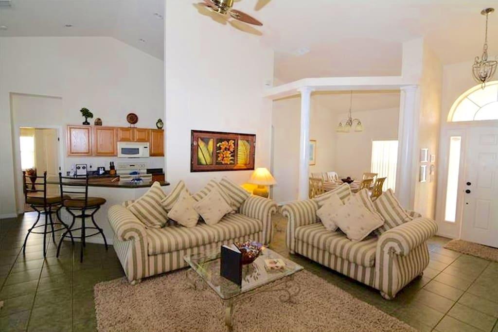 Contemporary living area (2)