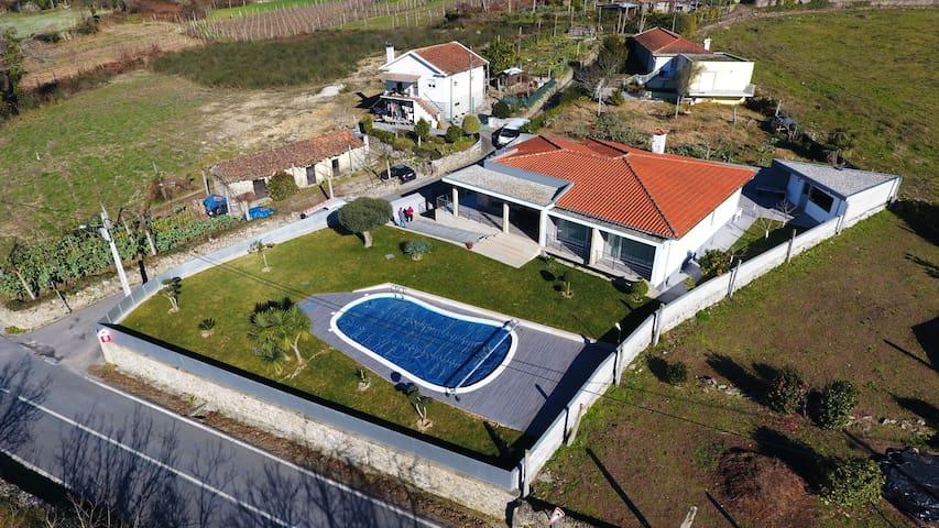 Vivenda com Piscina em Vila Verde - Coucieiro - House