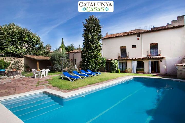 Elegant Castellar villa 35km from Barcelona and a short walk to all amenities - Barcelona Region - 別荘