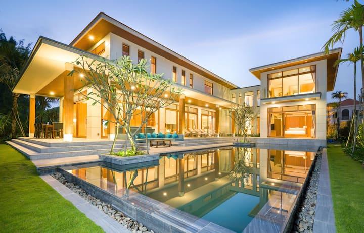 Ocean Estates - 5 bedroom Villa with private beach